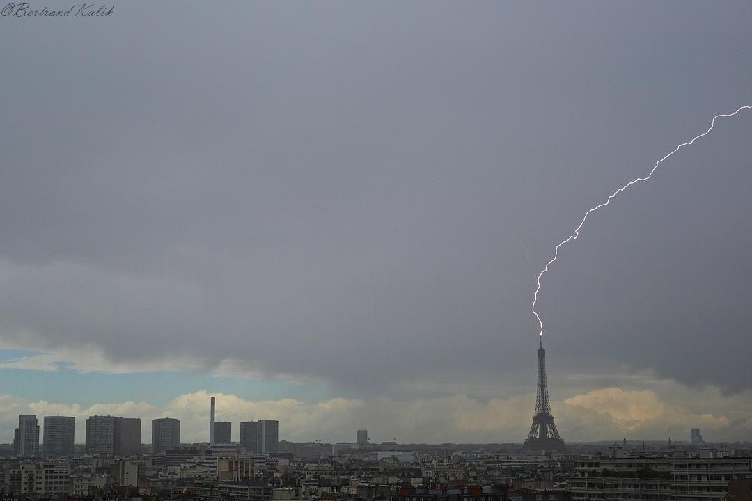 Photo foudre Tour Eiffel Paris