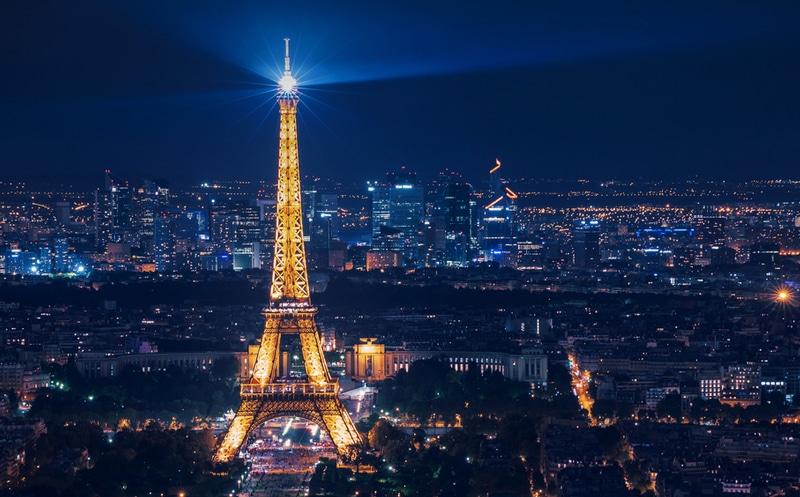 Le saviez-vous ? La tour Eiffel change de taille plusieurs fois par an ! | Vivre Paris