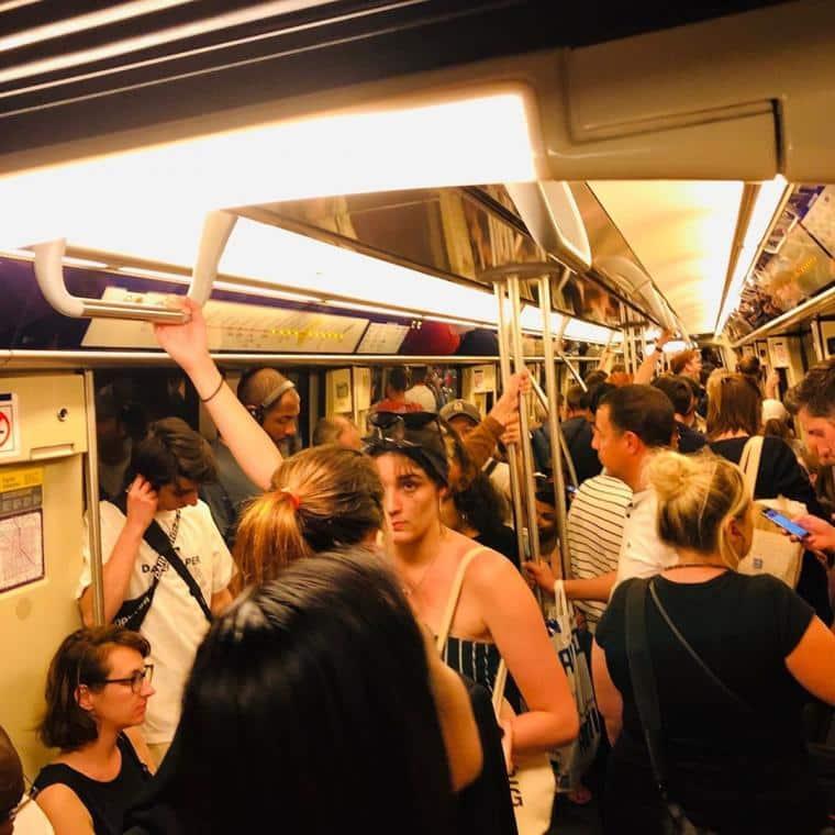 trop de touriste a Paris