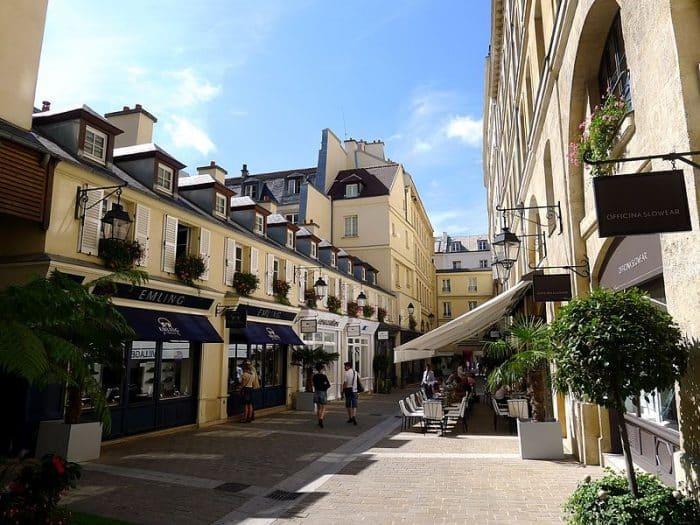 balade paris visite boutique luxe village royal