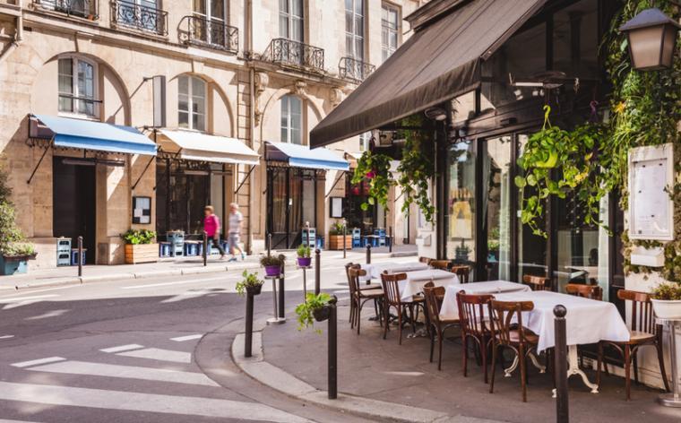 Paris : certaines brasseries facturent désormais la rondelle de citron