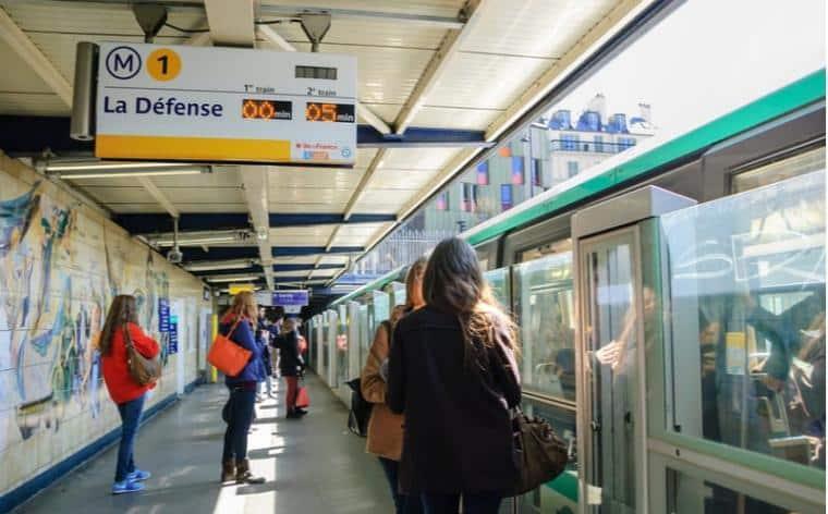 Paris : une défaillance du métro sème la panique sur la ligne 1