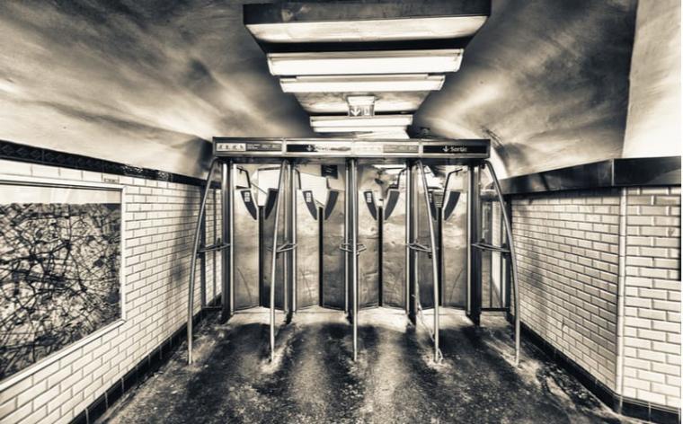 paris metro insolite