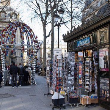 kiosque a journaux paris